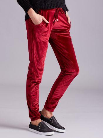 Aksamitne spodnie dresowe z troczkami bordowe