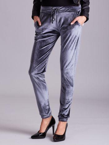 Aksamitne spodnie dresowe z troczkami szare