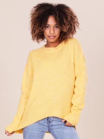 Asymetryczny żółty sweter