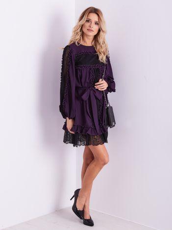 BY O LA LA Purpurowa sukienka z koronką i falbankami
