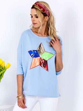 Bawełniana jasnoniebieska bluzka oversize z cekinową gwiazdą