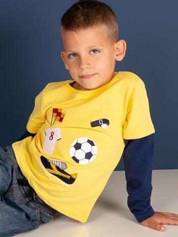 Bawełniana żółta bluzka dla chłopca ze sportowymi naszywkami