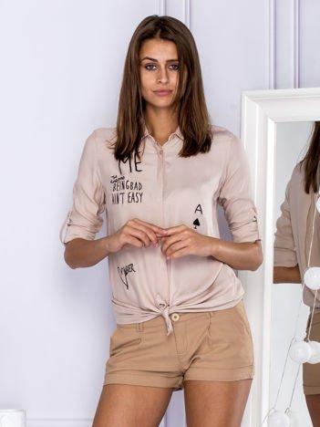 Bawełniana zwiewna koszula z tekstowymi naszywkami beżowa