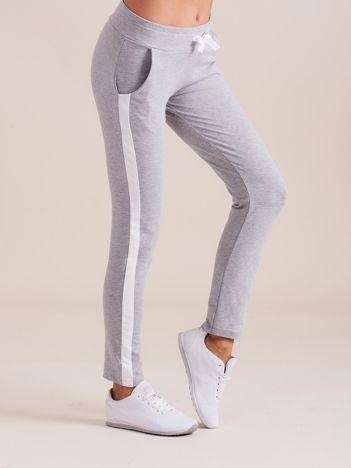 Bawełniane spodnie dresowe z lampasami szare