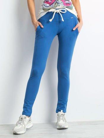 Bawełniane spodnie dresowe z troczkami ciemnoniebieskie