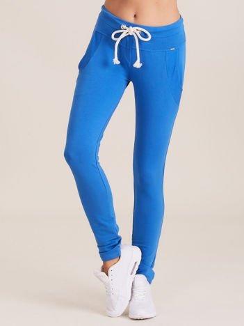 Bawełniane spodnie dresowe z troczkami niebieskie