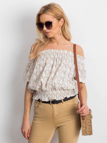 Beżowa bluzka hiszpanka we wzory