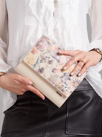 Beżowa kopertówka z kwiatową klapką