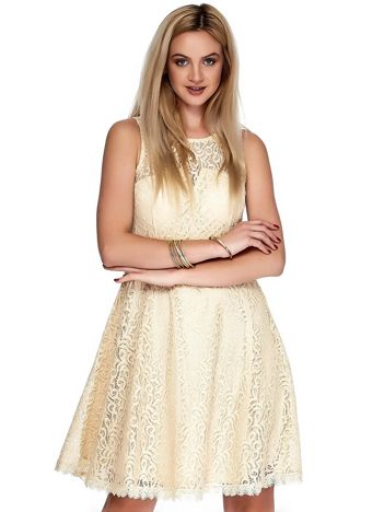 Beżowa koronkowa sukienka z trójkątnym wycięciem na plecach