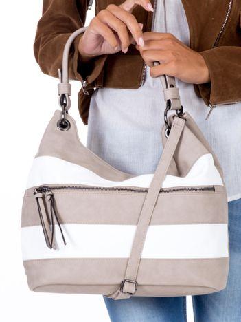 Beżowa miękka torba z białymi paskami