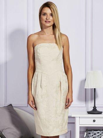 Beżowa sukienka w tłoczony wzór