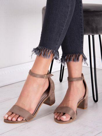 Beżowe sandały SABATINA na niskim klocku