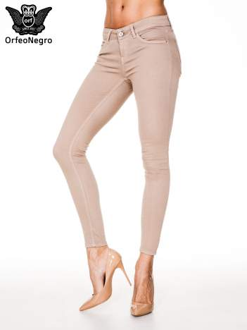 Beżowe spodnie typu skinny z elastycznego materiału