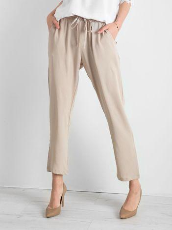 Beżowe spodnie z troczkami