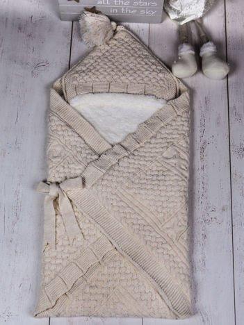 Beżowy becik rożek niemowlęcy ocieplony futerkiem