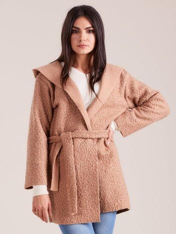 Beżowy dzianinowy płaszcz z kapturem