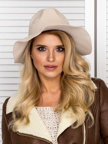 Beżowy filcowy kapelusz damski