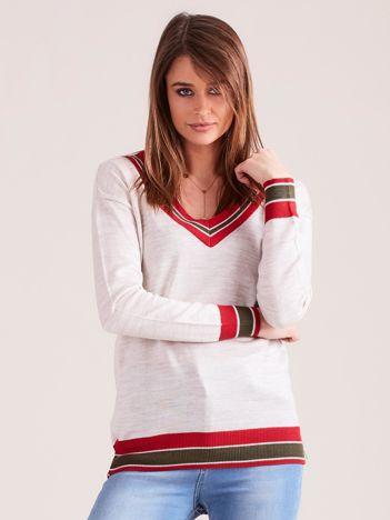 Beżowy lekki sweter z dekoltem V-neck