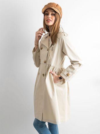 Beżowy płaszcz damski