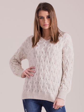 Beżowy pleciony sweter
