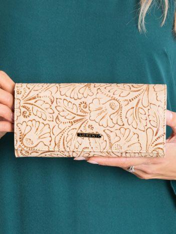 Beżowy portfel skórzany z roślinnym wzorem