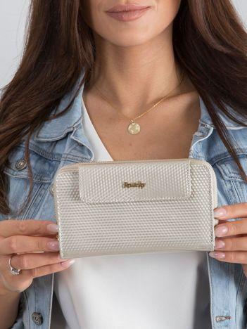 Beżowy skórzany portfel z mieniącym wzorem