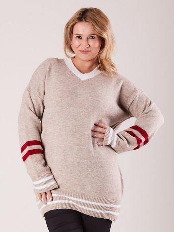 Beżowy sweter w serek PLUS SIZE