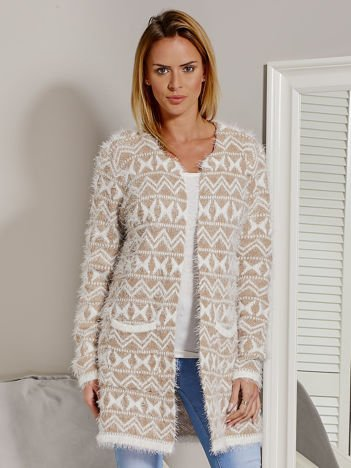 Beżowy wzorzysty sweter z dłuższym włosem