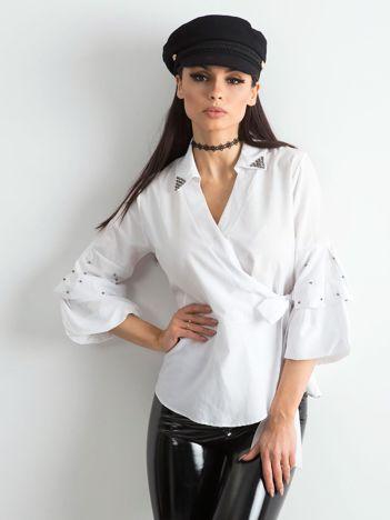 Biała bluzka koszulowa z wiązaniem