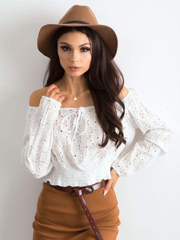 Biała bluzka w haftowane kwiaty