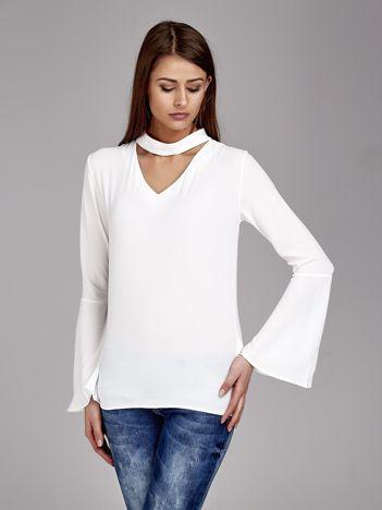 Biała bluzka z chokerem
