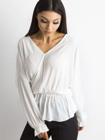 Biała bluzka z dekoltem z tyłu