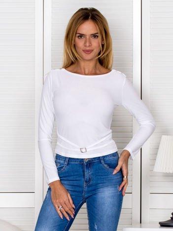Biała bluzka z dekoracyjnym paskiem