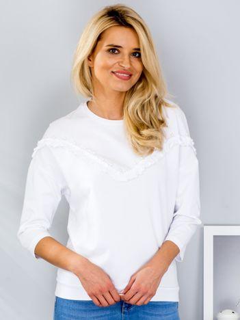 Biała bluzka z falbankami i perełkami