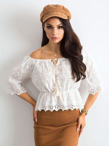 Biała damska bluzka z ażurowaniem