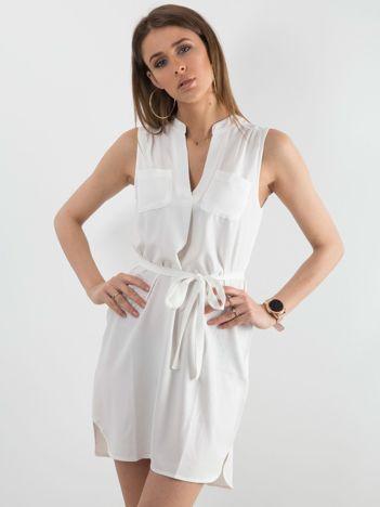 Biała damska sukienka z paskiem