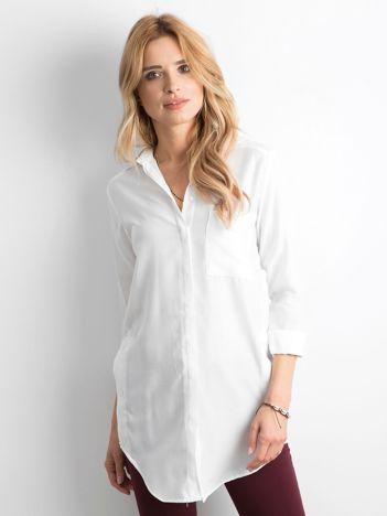 Biała długa koszula z długim rękawem