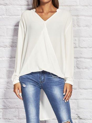 Biała kopertowa koszula z dłuższym tyłem
