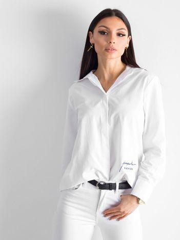 Biała koszula z haftem na plecach