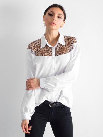 Biała koszula z panterkową wstawką
