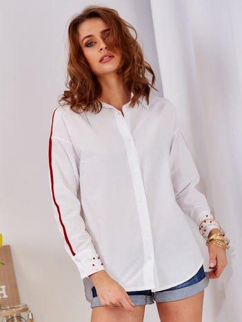 Biała koszula z perełkami na mankietach