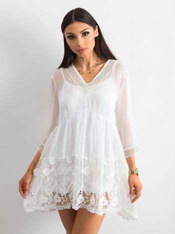 d1238dbef5 Biała sukienka damska z koronką