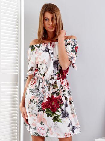 Biała sukienka hiszpanka w kwiatowe desenie