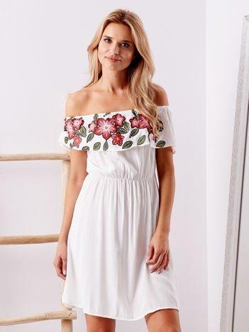 Biała sukienka hiszpanka z kwiatowym printem