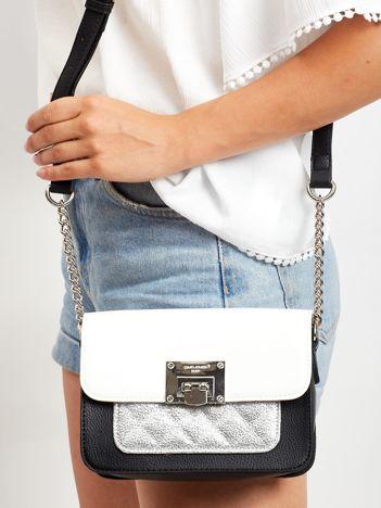 Biała torebka z pikowaną wstawką