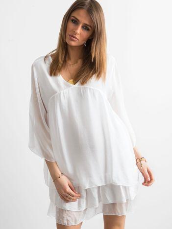 Biała zwiewna sukienka z falbanami