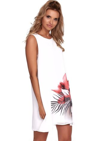 Biała zwiewna sukienka z roślinnym nadrukiem