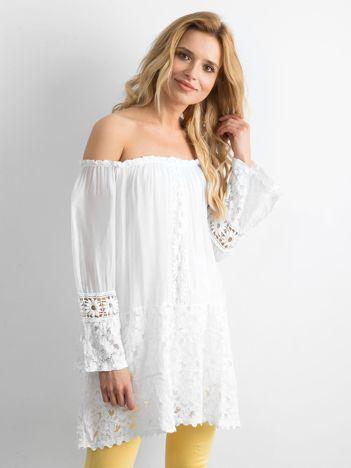 Biała zwiewna tunika hiszpanka