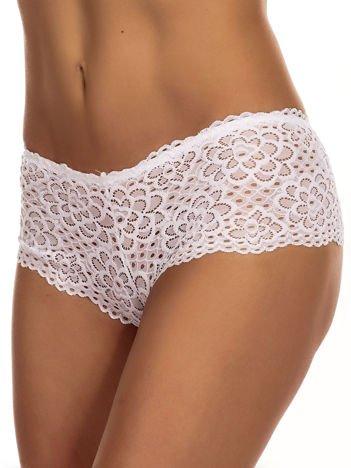 Białe koronkowe majtki szorty