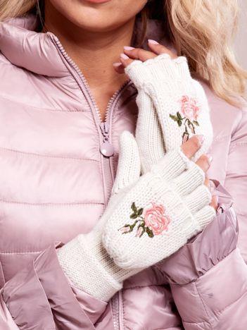 Białe rękawiczki z haftem